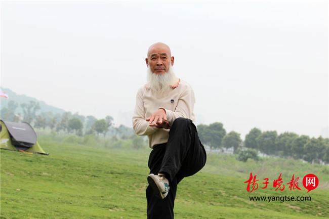 """打破""""陈规""""古稀武术传人江苏""""开门收徒"""""""
