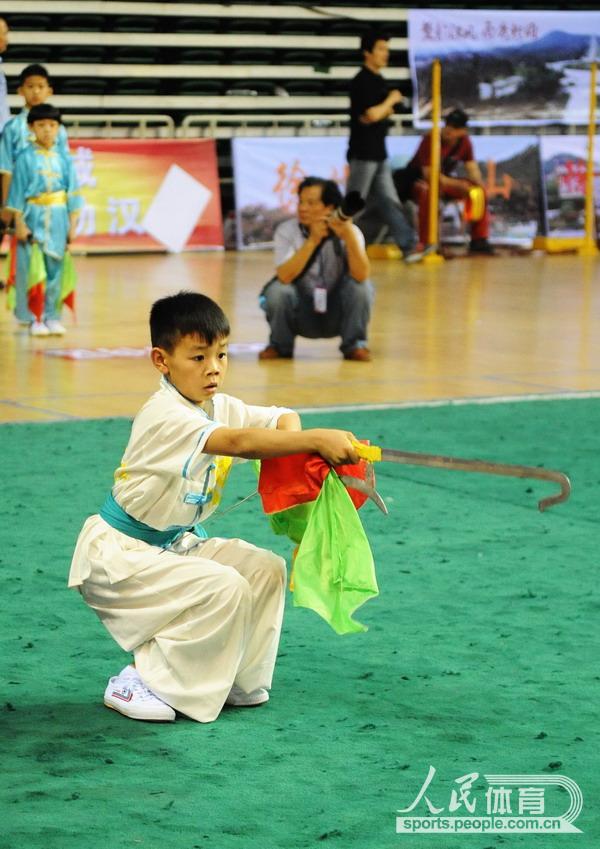 小选手在传统器械比赛中